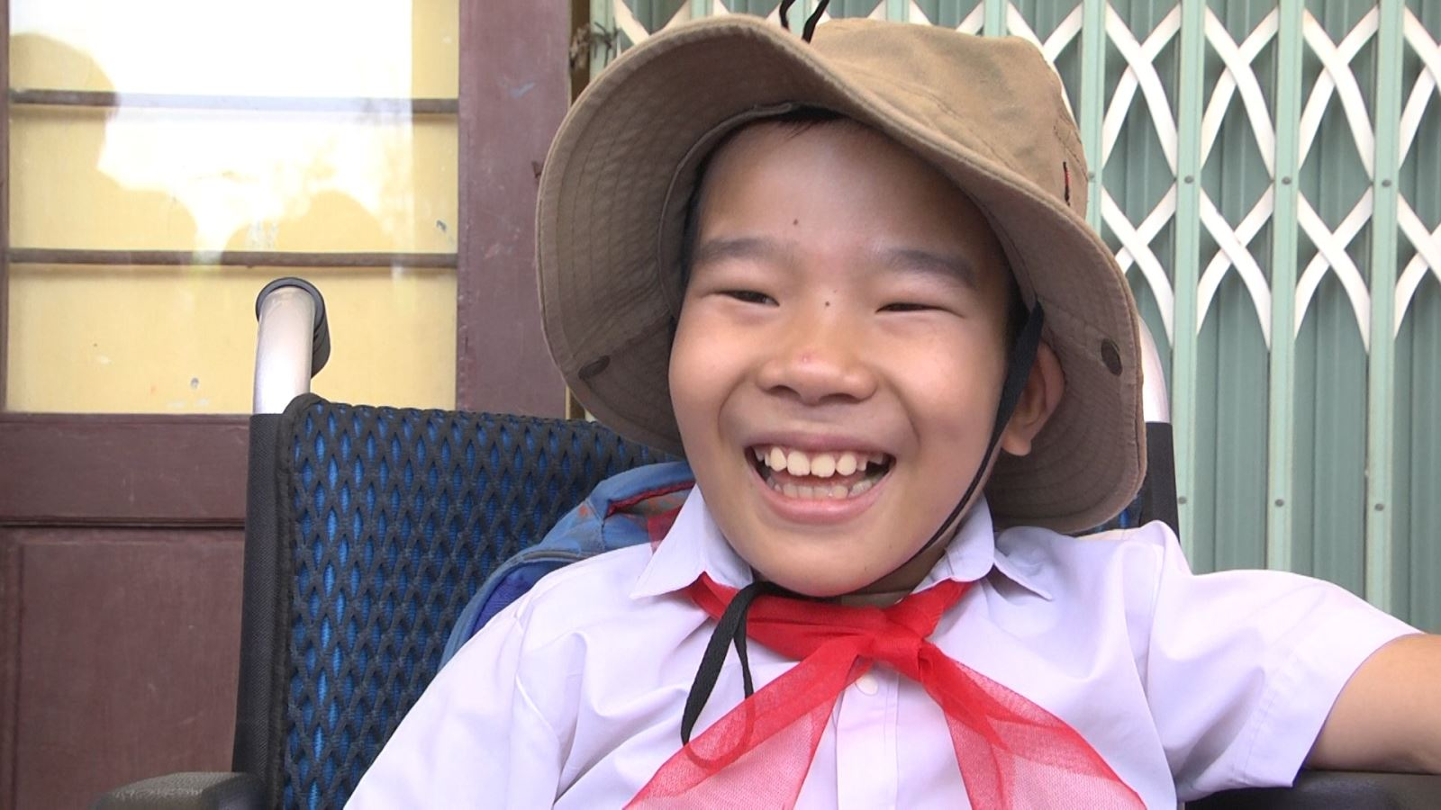 Nụ cười luôn thường trực trên môi của em Minh Chí