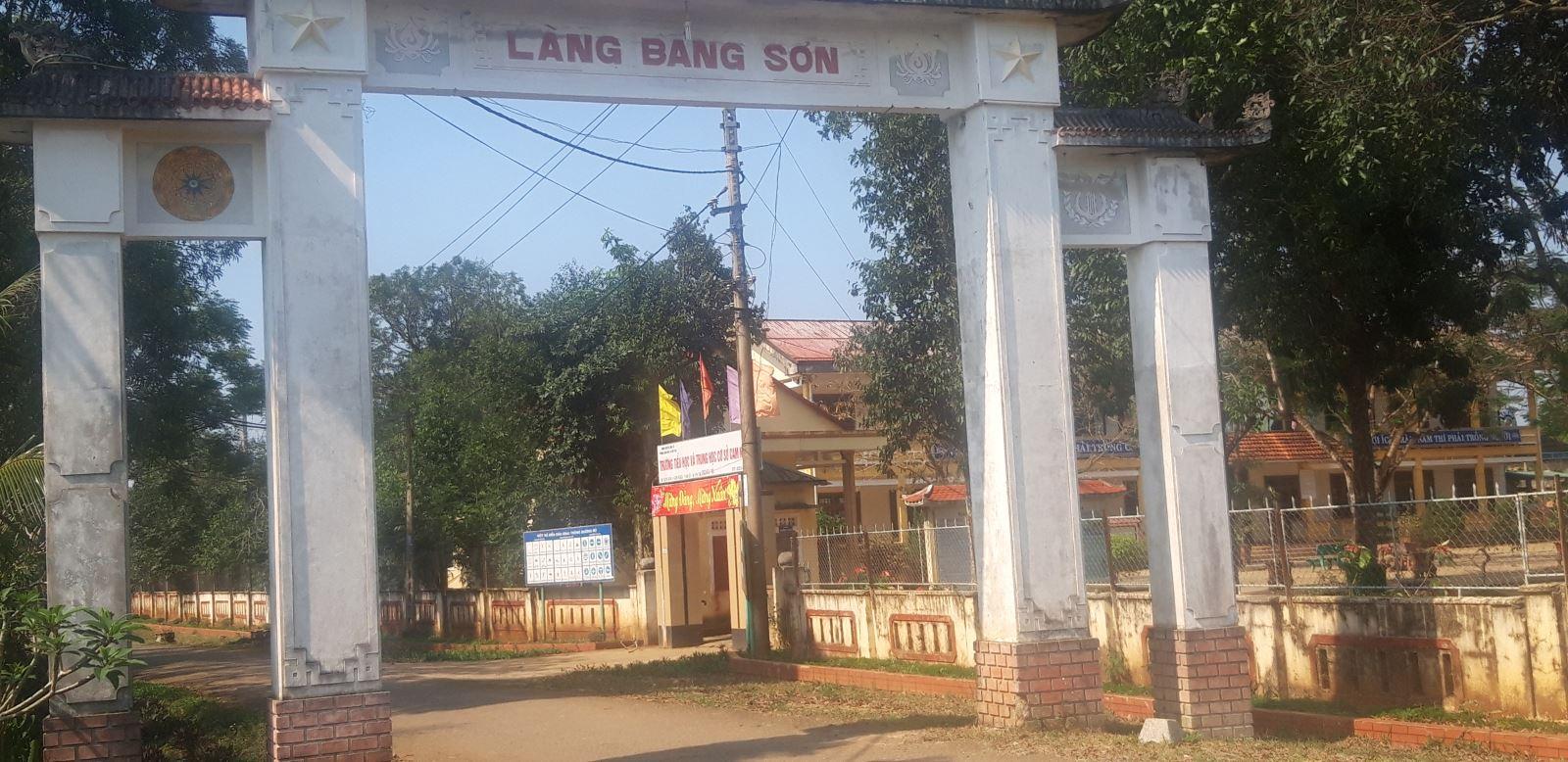 Cổng làng Bảng Sơn, xã Cam Nghĩa huyện Cam Lộ