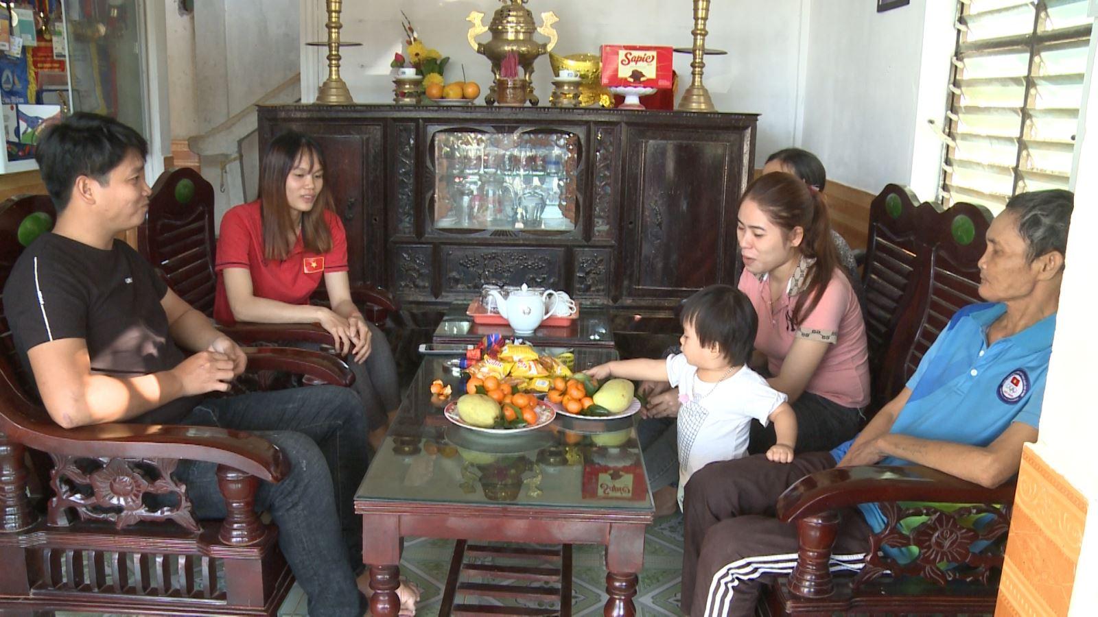 Lê Thị Hiền đoàn tụ cùng gia đình sau một năm thi đấu rất thành công cùng Đội tuyển Rowing Việt nam