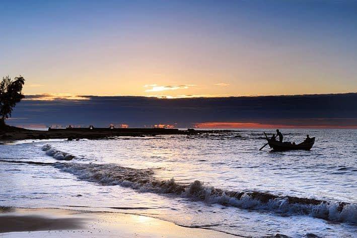 Bình minh trên biển Cửa Tùng. Nguồn: Internet