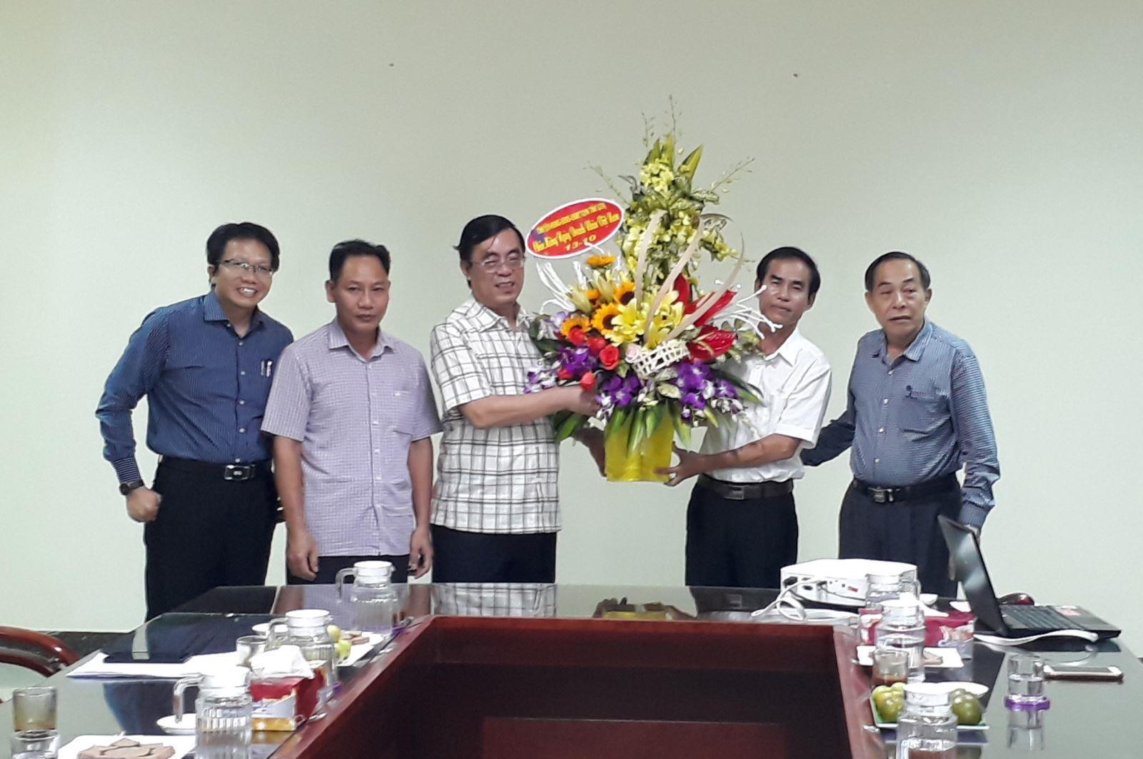 Lãnh đạo tỉnh thăm, chúc mừng các doanh nghiệp nhân Ngày Doanh nhân Việt Nam ( 13/10)