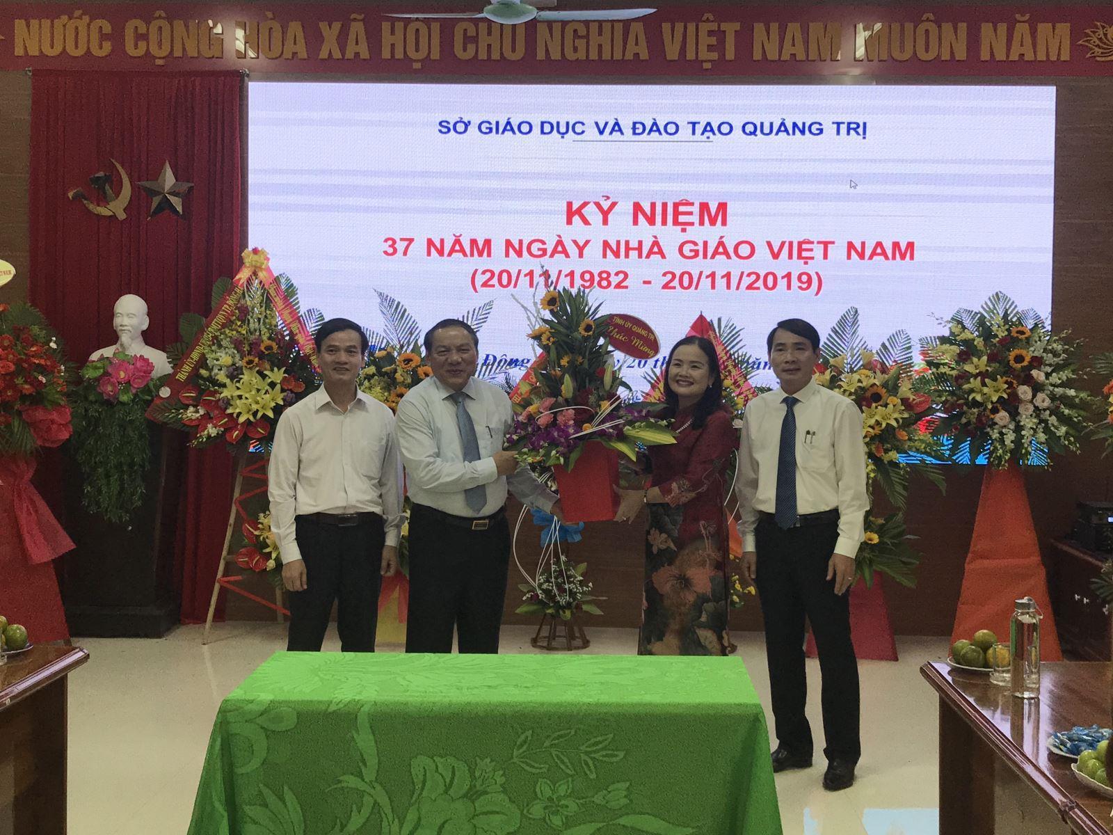 Lãnh đạo tỉnh thăm, chúc mừng Ngày Nhà giáo Việt Nam (20/11)