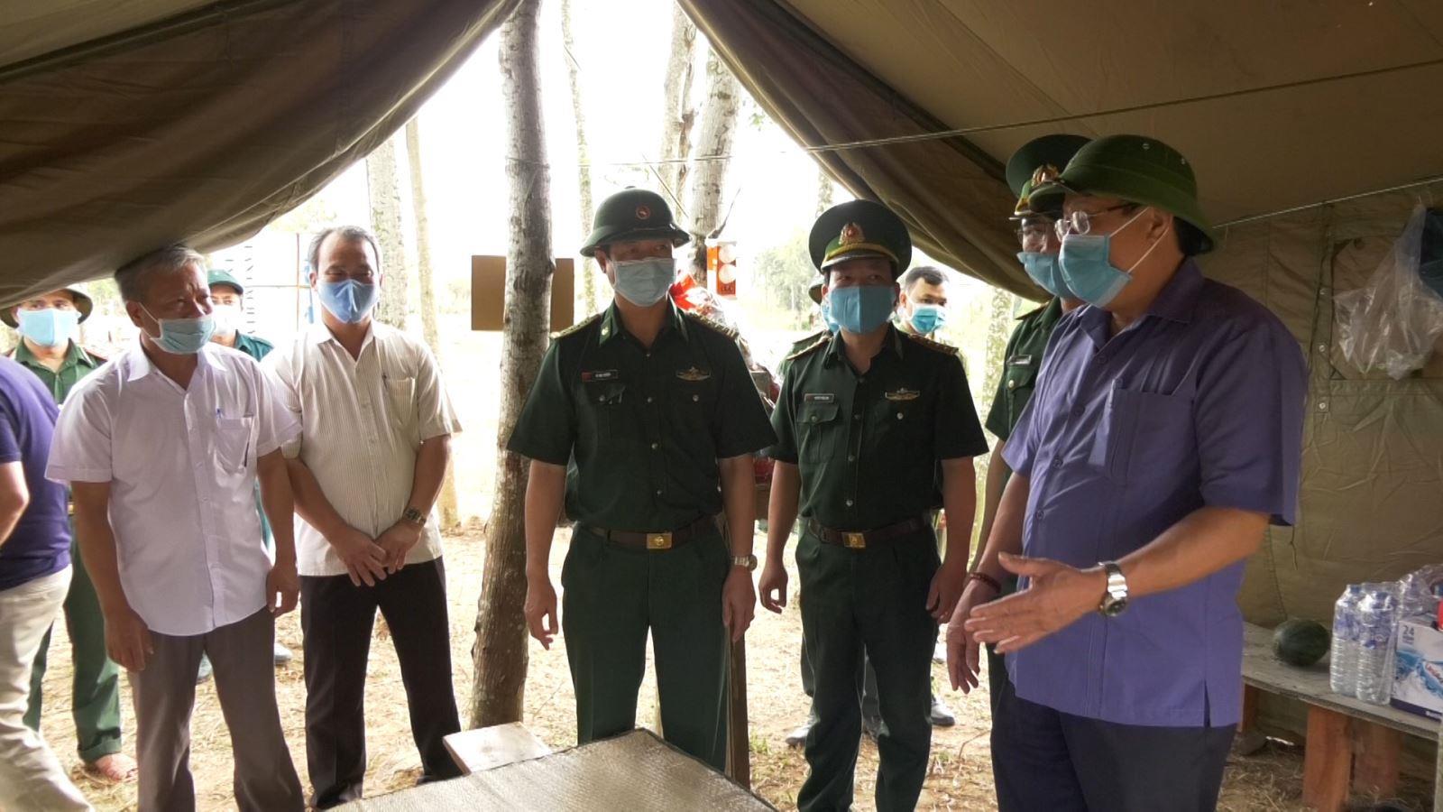 Phó Chủ tịch Thường trực UBND tỉnh Hà Sỹ Đồng kiểm tra công tác phòng, chống dịch COVID- 19 tại các chốt biên giới