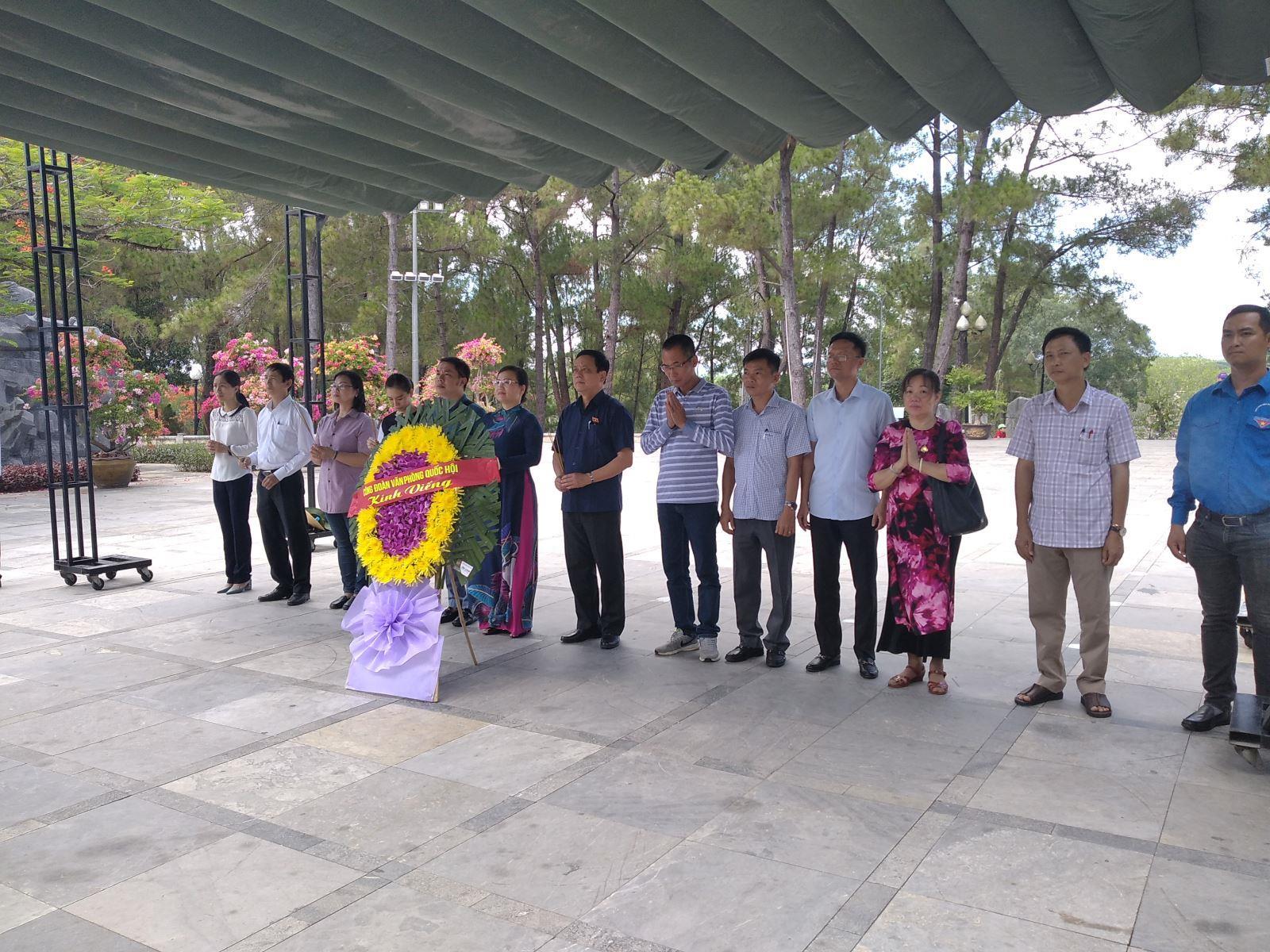 Đoàn công tác Văn Phòng Quốc hội tri ân các anh hùng liệt sỹ tại Quảng Trị