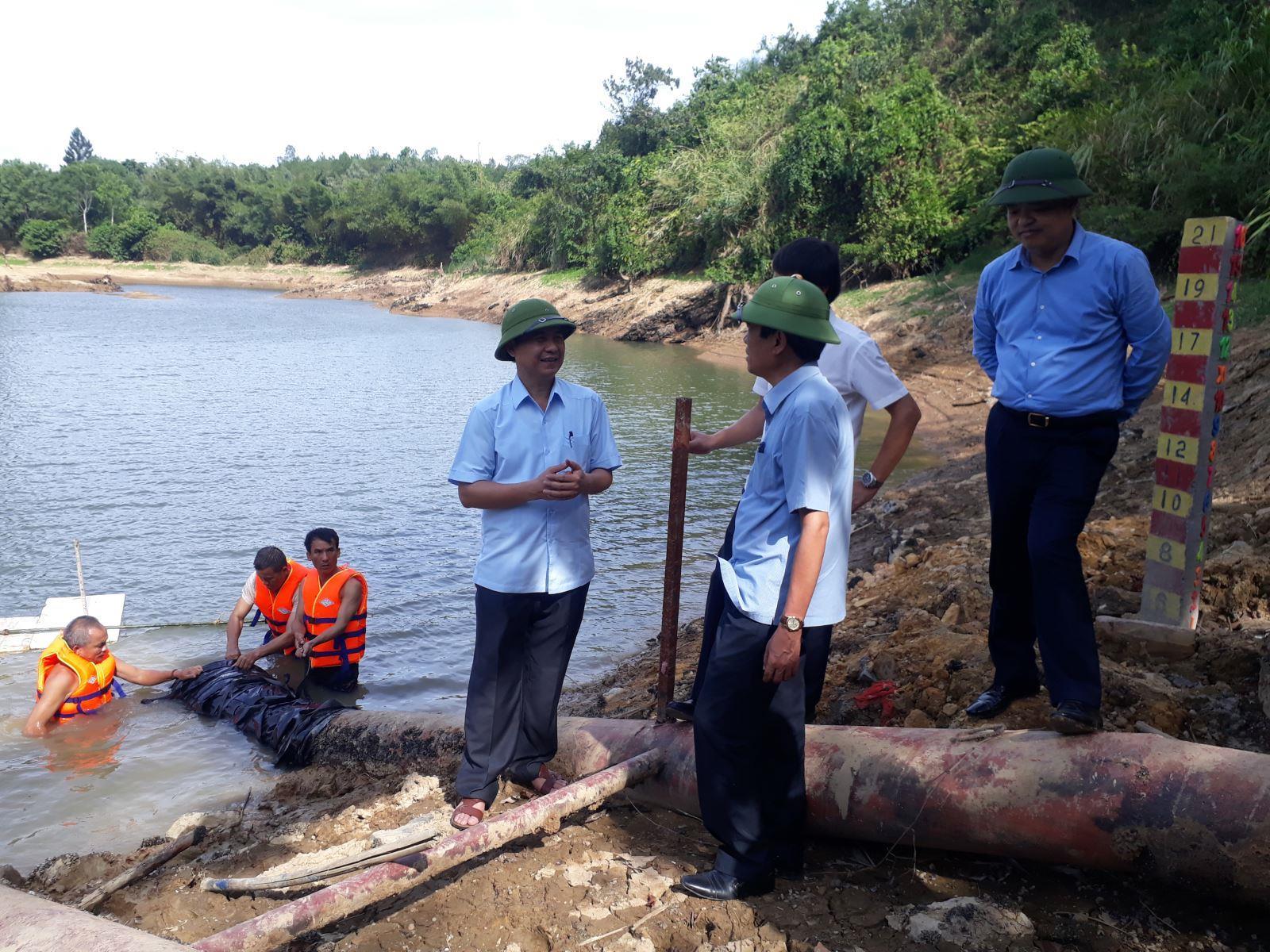Chủ tịch UBND tỉnh Võ Văn Hưng kiểm tra nước sản xuất và sinh hoạt