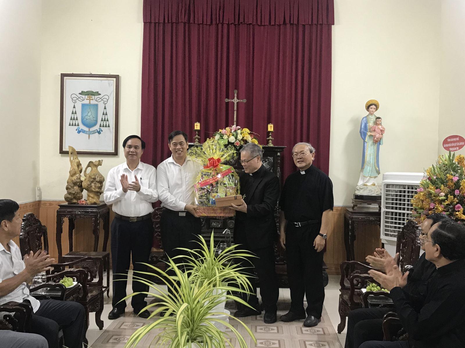 Lãnh đạo tỉnh Quảng Trị thăm Tòa Tổng giám mục Huế và Hạt Công giáo Quảng Trị