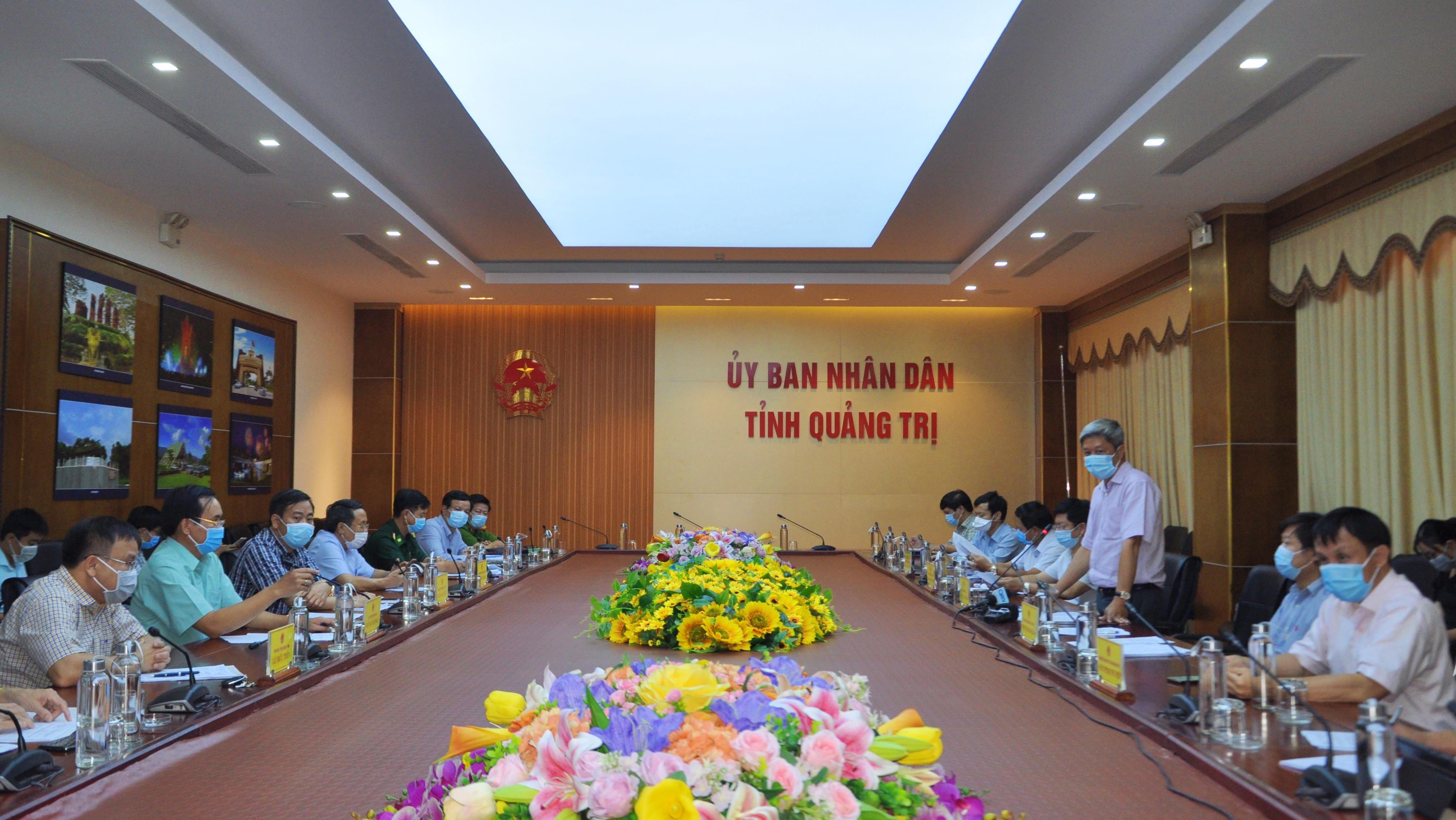 Thứ trưởng Bộ Y tế Nguyễn Trường Sơn làm việc với lãnh đạo tỉnh Quảng Trị về công tác phòng, chống dịch COVID -19 trên địa bàn