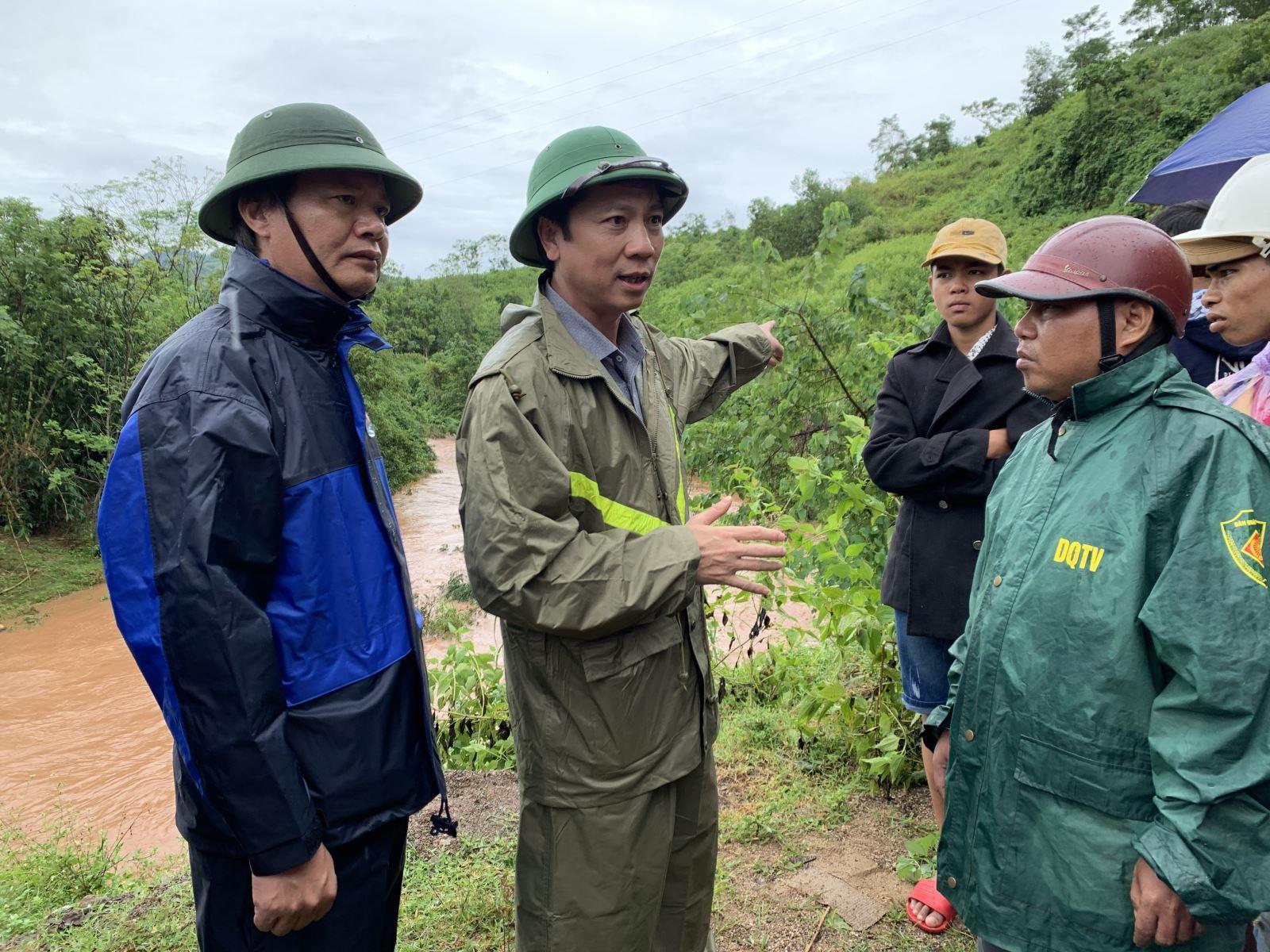 Phó Chủ tịch UBND tỉnh Hoàng Nam kiểm tra thiệt hại do bão số 5 gây ra tại huyện Đakrông