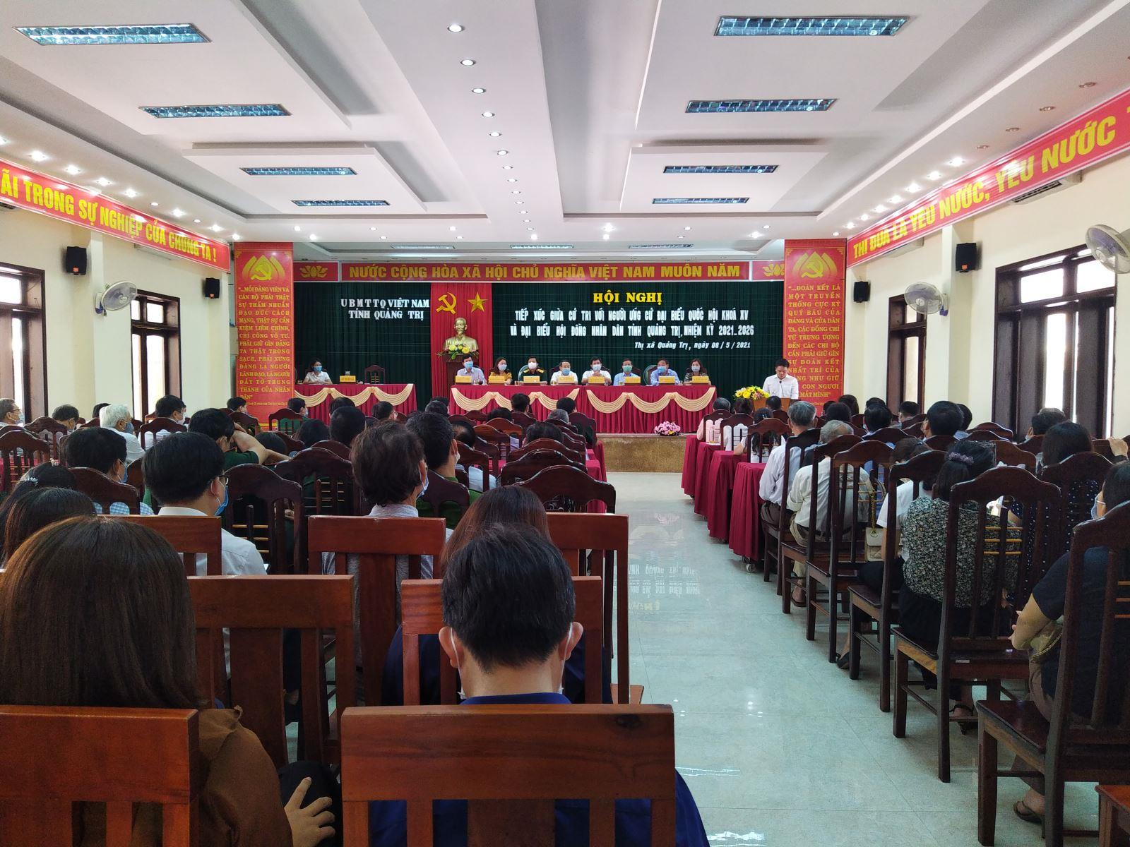 Ứng cử viên đại biểu Quốc hội và HĐND tỉnh tiếp xúc cử tri tại thị xã Quảng Trị.